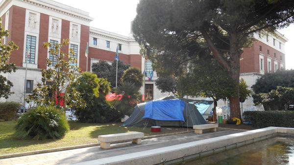 Presidio Pescara Attiva, rimosse le tende