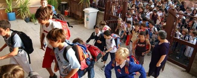Primo giorno di scuola per migliaia di studenti