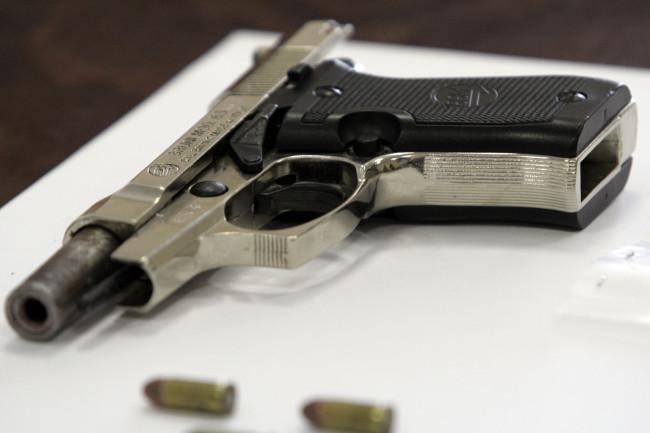 Montesilvano: Minaccia la compagna con il coltello, in casa anche una pistola