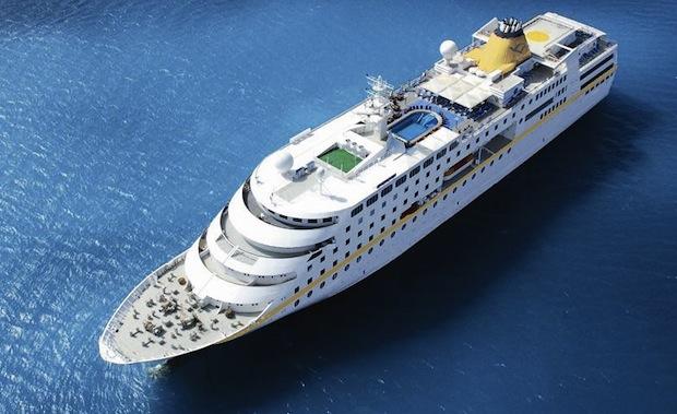 Ortona, torna la nave da crociera Hamburg