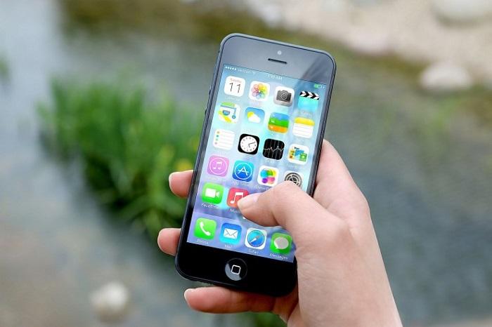 Pescara: perseguita amica, le sequestrano smartphone
