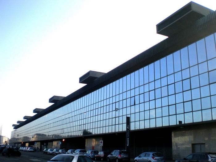 Pescara: giovane multato per aver fatto la pipì in stazione