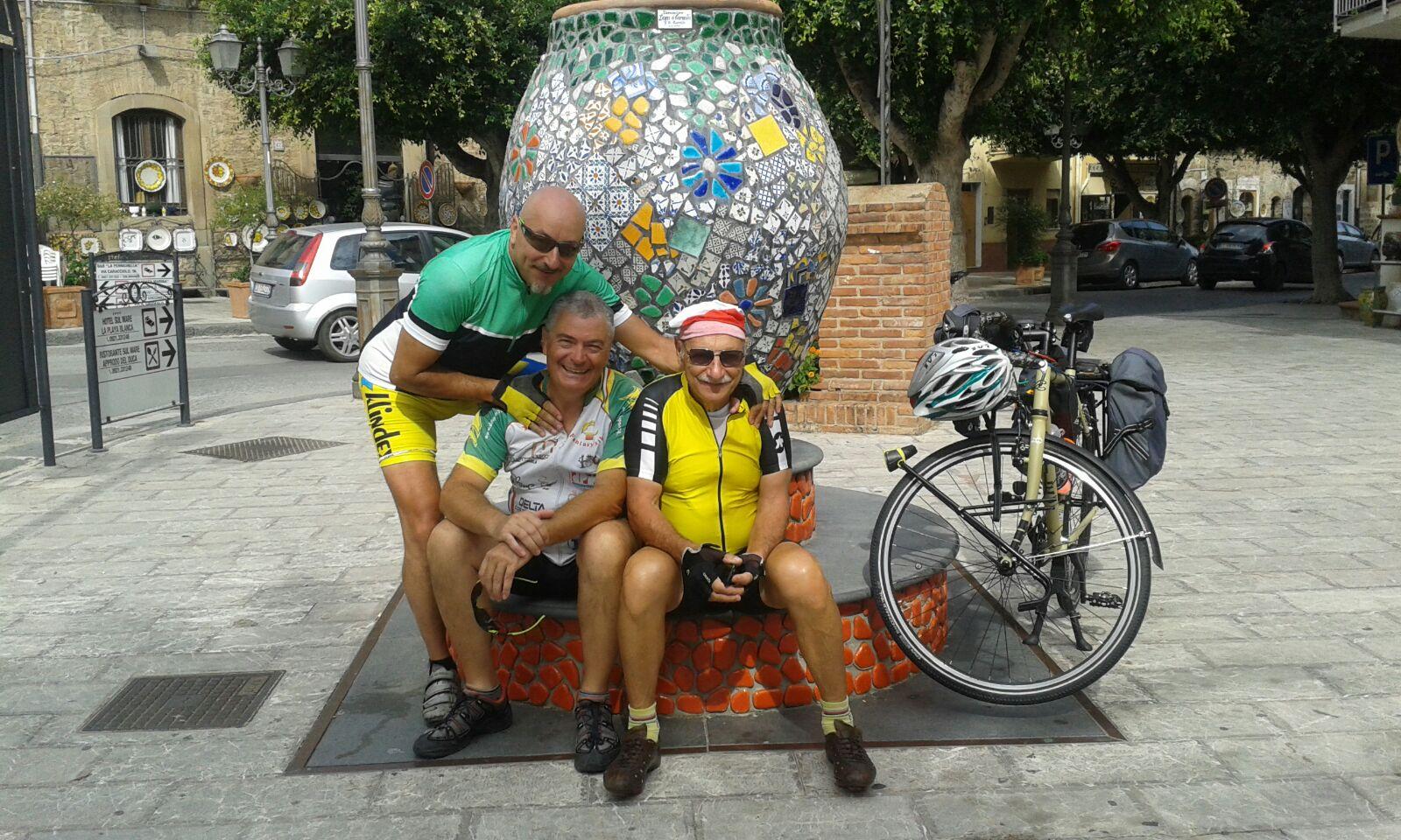 Abruzzesi per l'Ail percorrono 900 km in bici