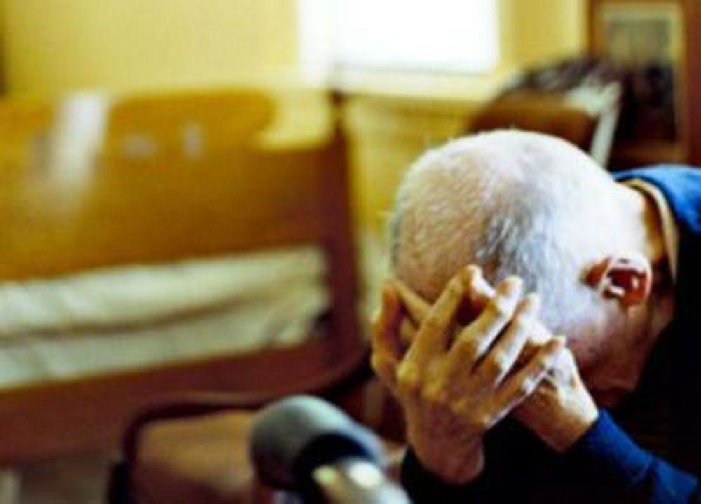 Pescara, 93 enne invalido derubato in casa