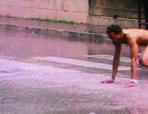 Alba Adriatica, nigeriano fermato nudo sotto la pioggia