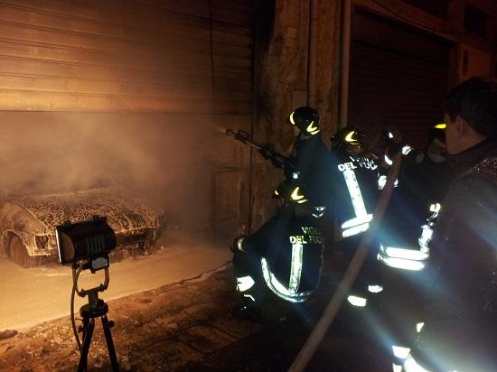 Fiamme in un garage di Avezzano, evacuate 30 famiglie