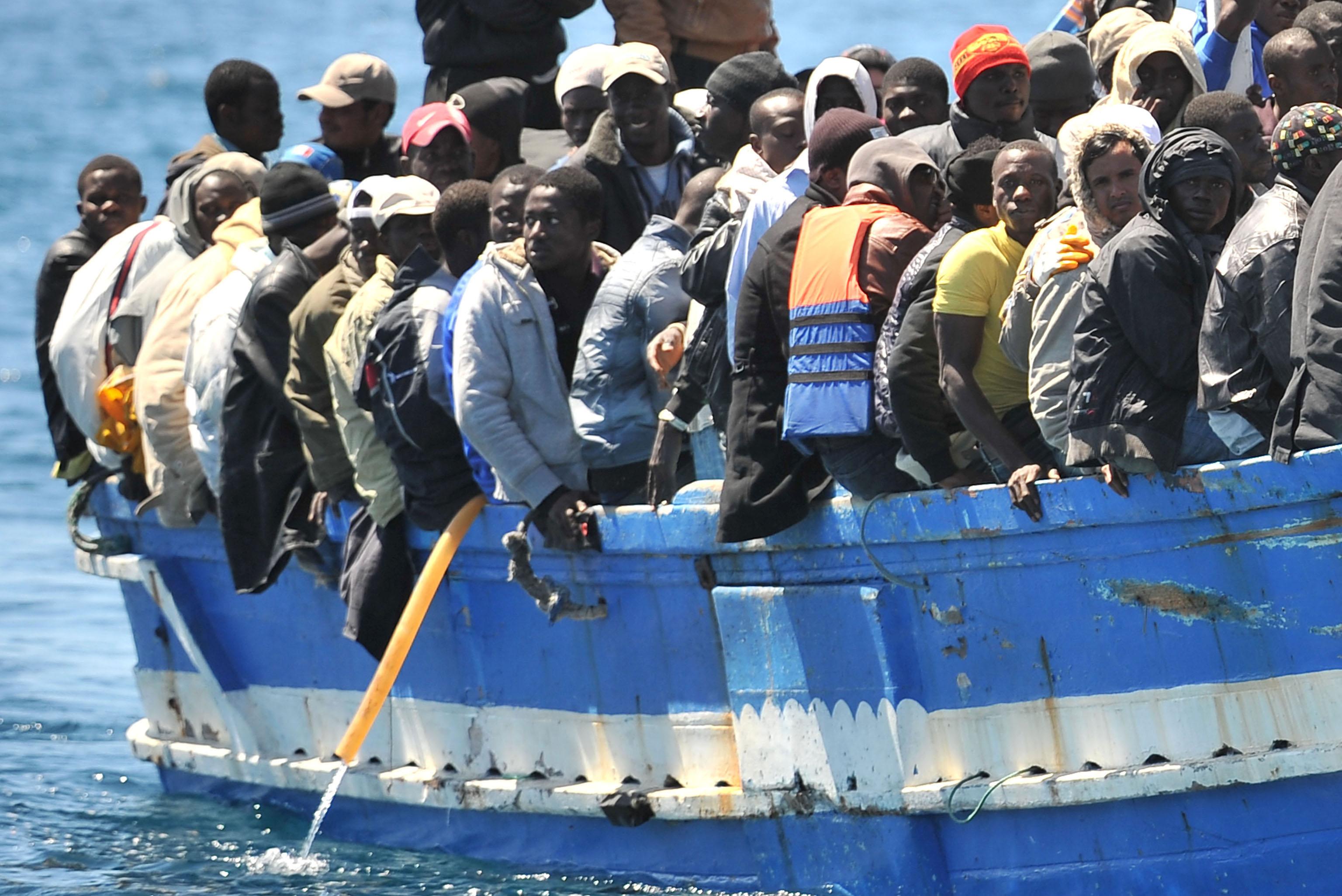 Risultati immagini per arrivo barconi