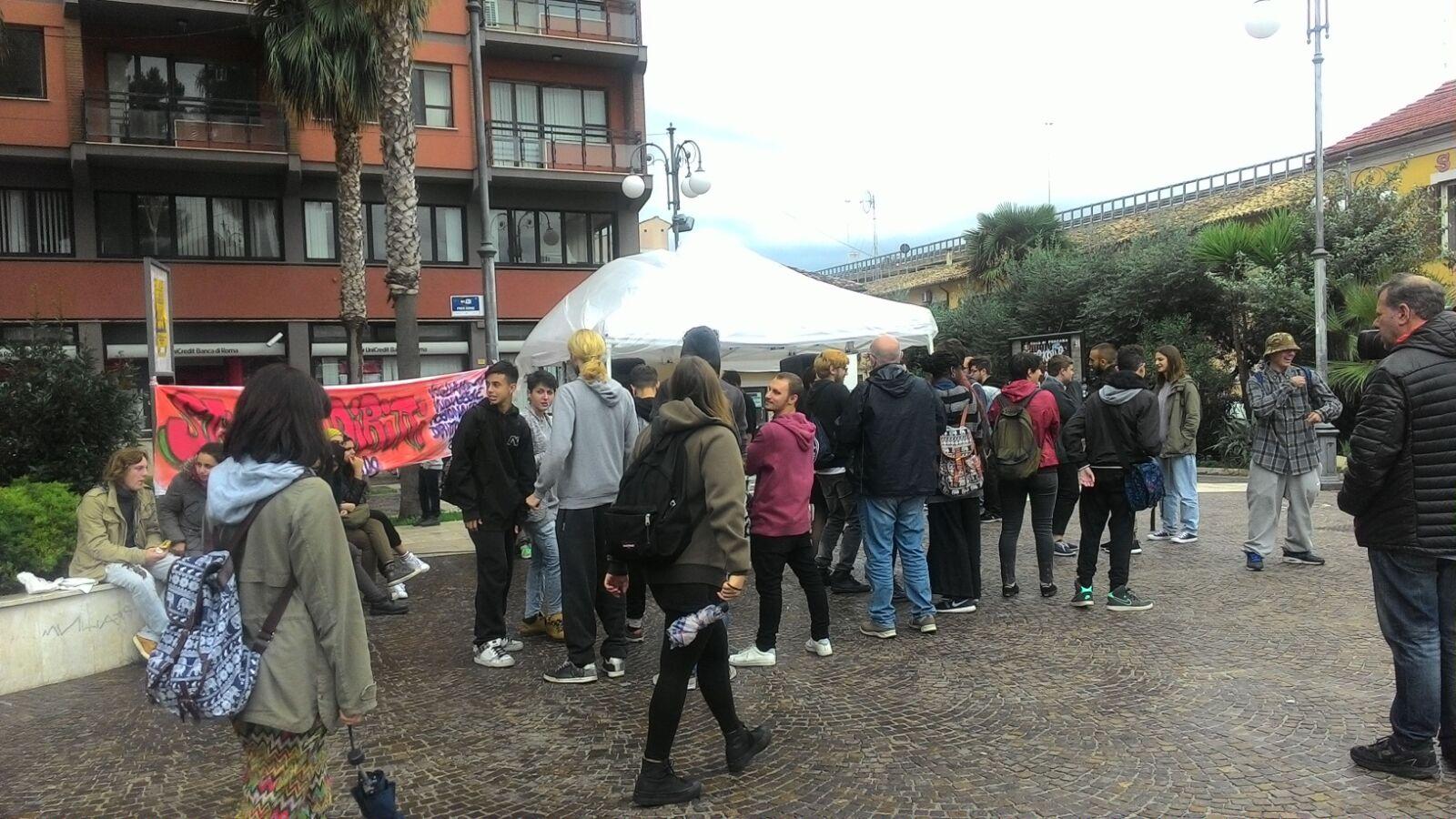 Trasporti Abruzzo: studenti in piazza a Pescara