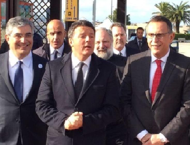 Renzi a Pescara per la firma del Masterplan. Premier contestato