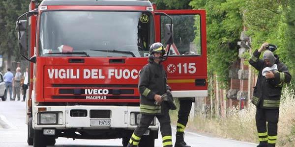Incendio al Centro dell'Aquila, traffico interdetto nella zona della Villa comunale