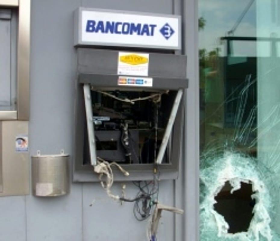 Tortoreto: ordigno fatto esplodere al bancomat