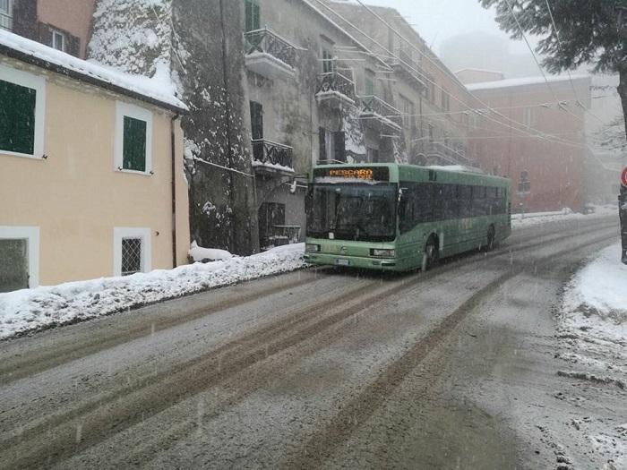 Maltempo: a Chieti autobus bloccati e tanta neve