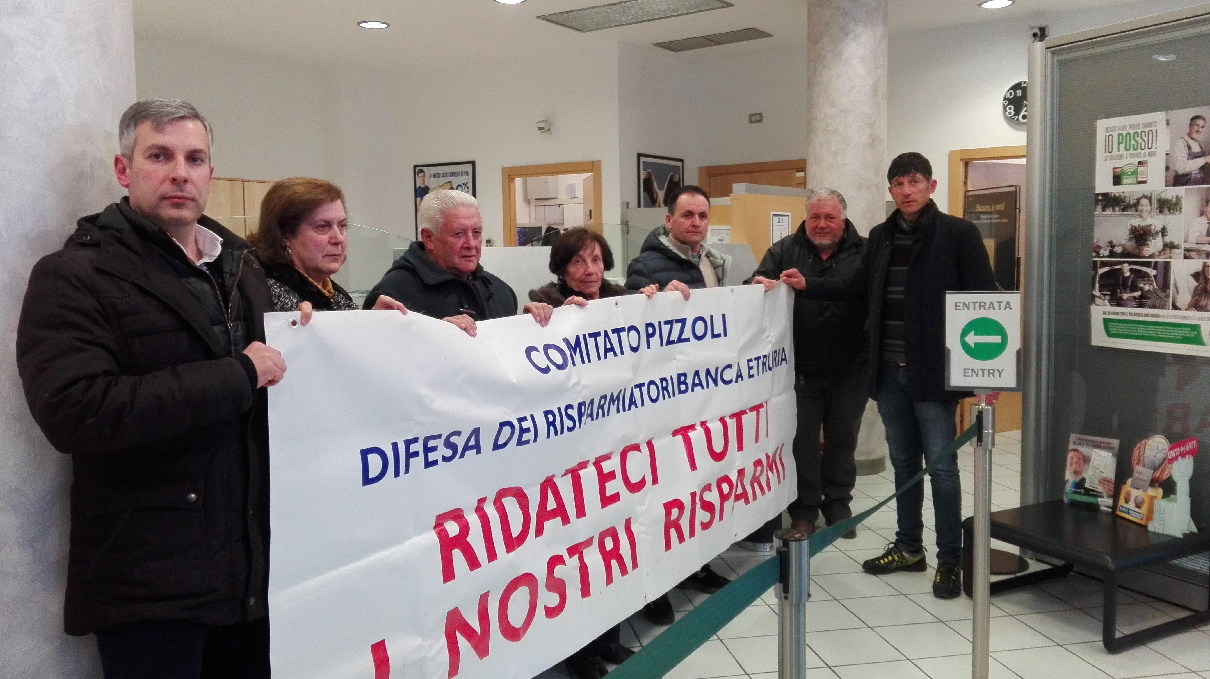 Pizzoli, i risparmiatori occupano la Banca Etruria