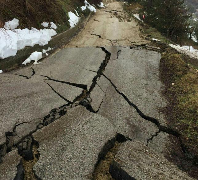 Abruzzo: molte frane in atto, viabilità in ginocchio nella provincia di Teramo