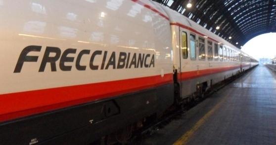 Uomo muore travolto da un treno a Francavilla: convogli cancellati e ritardi