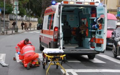Roma, ambulanza di Pescara investe due ragazze in centro storico