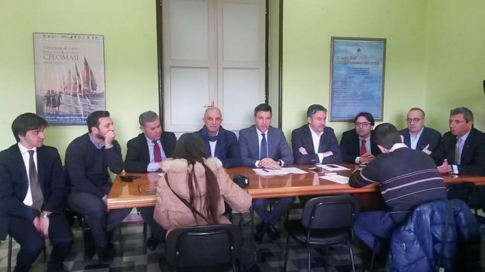 Pescara: mercato etnico, centrodestra diffida Consiglio