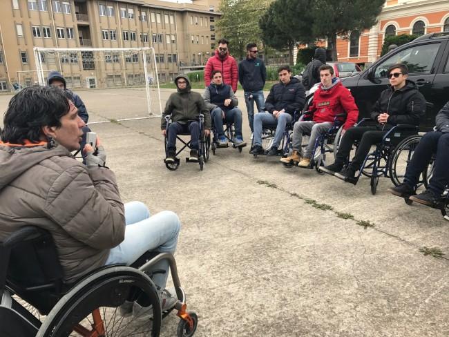Pescara: studenti in carrozzina contro le barriere