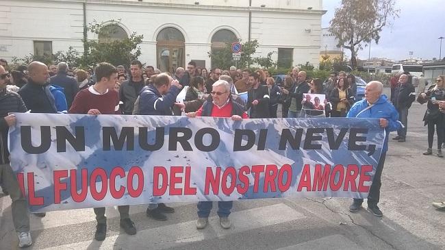 Rigopiano: flash mob a Pescara a tre mesi dalla tragedia