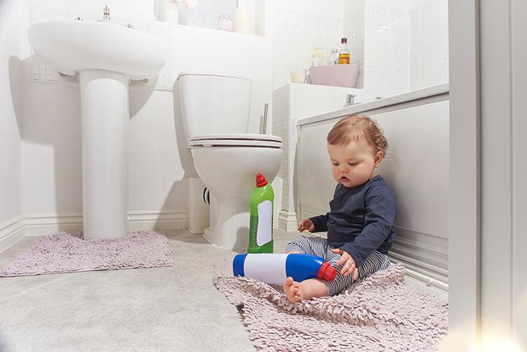 Beve il brillantante della lavastoviglie: grave bimbo di 15 mesi