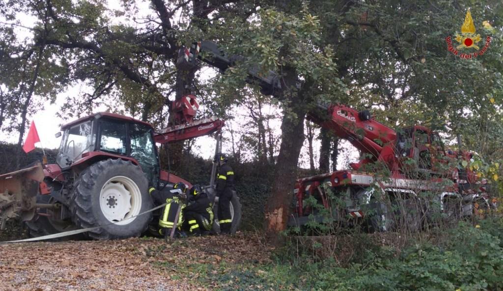 Casoli, agricoltore muore schiantandosi col trattore