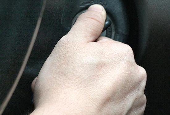 Rubano auto su lungomare Pescara, denunciati due minorenni