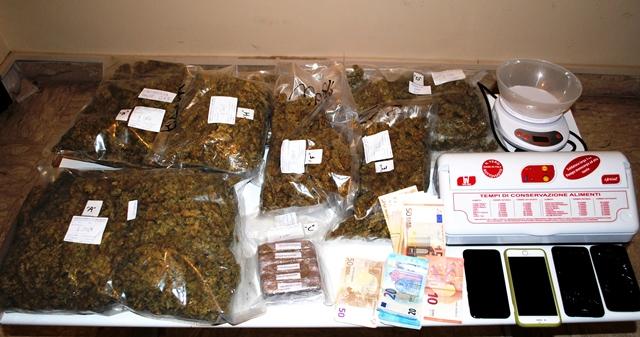 Roseto: droga per 3,5 kg in auto, 4 arresti