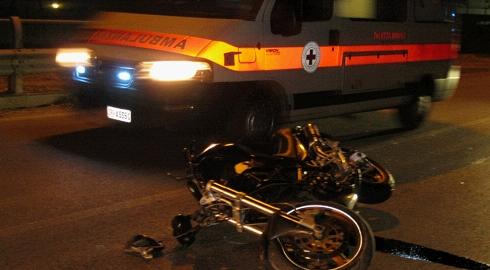Incidente stradale, motociclista grave dopo frontale a Chieti Scalo