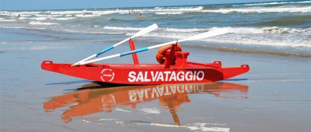 San Salvo: rischiano di annegare, salvati da bagnini