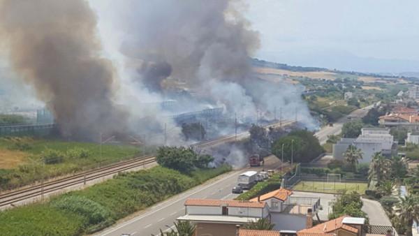 Fresagrandinaria: domato l'incendio, caccia al piromane