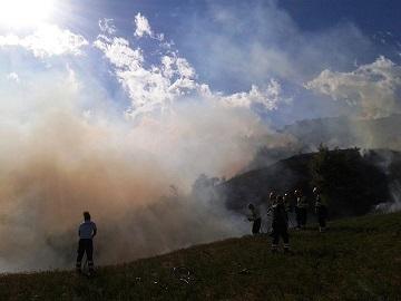 Teramo, brucia ancora il bosco di Magnanella (foto)