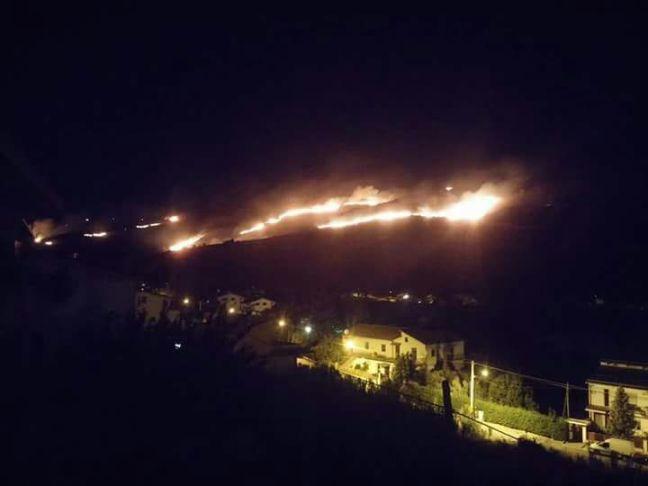 Incendio: la notte dei piromani scatenati in Valpescara