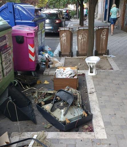 Pescara, discarica abusiva in Viale Muzii
