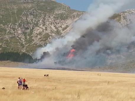 Incendio Campo Imperatore: indagati 14 giovani