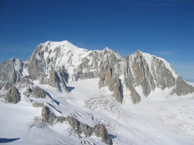 Tragedia sul Monte Bianco: muore alpinista abruzzese
