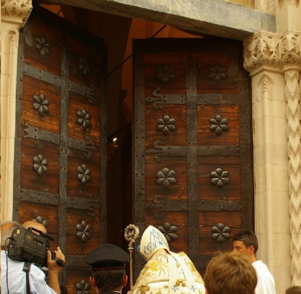 Atri: l'apertura della Porta Santa