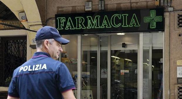 Pescara: rapina farmacia con un punteruolo