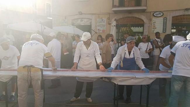 Castel di Sangro: le prove per la salsiccia più lunga del mondo