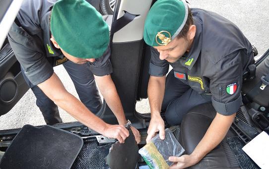 Nasconde la droga sotto la sella della moto, un arresto a Giulianova