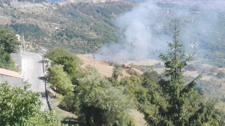Schiavi d'Abruzzo, scoppia incendio con i botti del Patrono