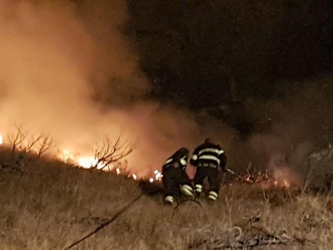 Valle Castellana: incendio vicino alla Sp 52