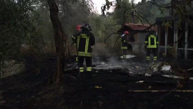 Celano: baracca in fiamme, salvi gli occupanti