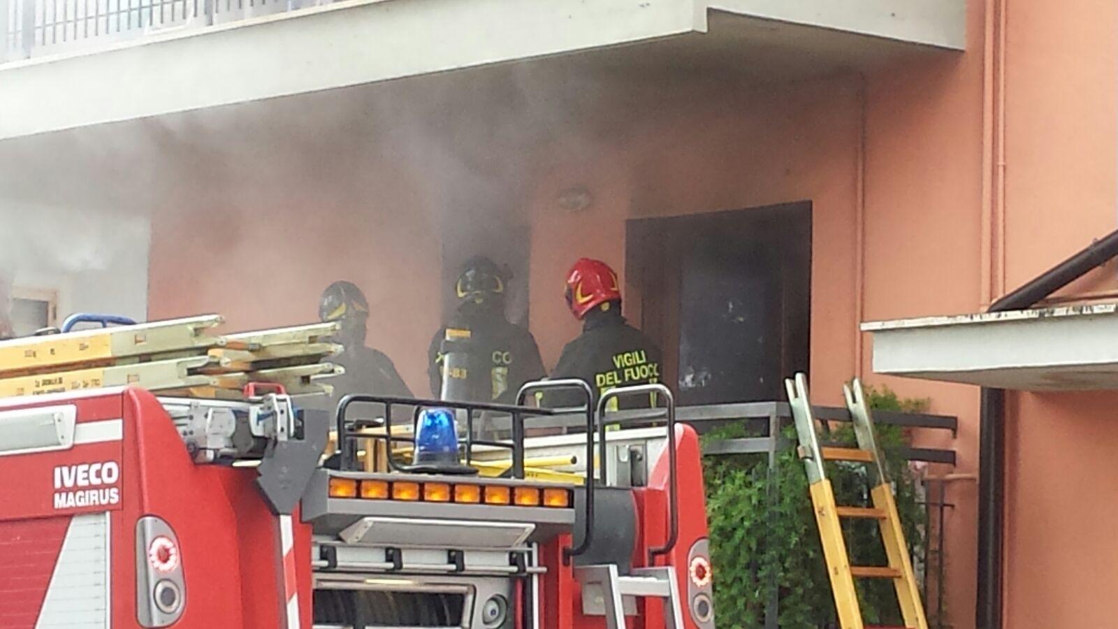 Teramo, incendio in appartamento di S. Nicolò