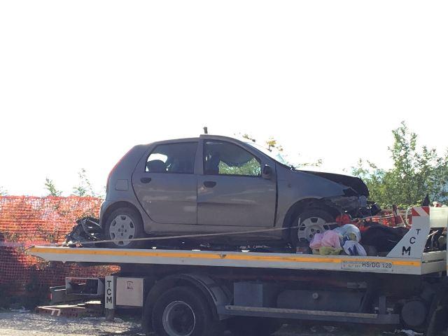 Roseto, scontro tra due auto vicino al casello dell'A14: muore una donna
