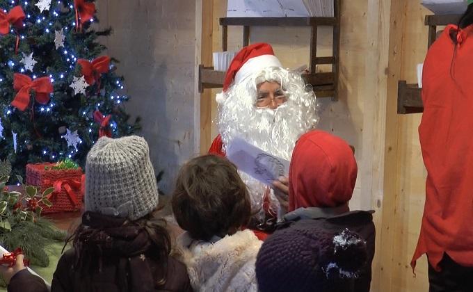 Babbo Natale A Casa Dei Bambini.Castel Castagna Dall 8 Dicembre Torna La Casa Di Babbo Natale