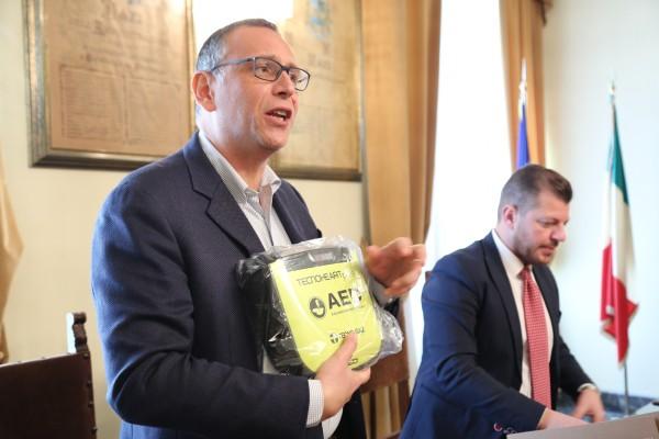Pescara: 10 defibrillatori alle scuole cittadine