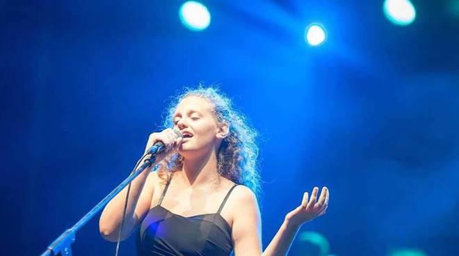 Musica: l'abruzzese Francesca Curti al concorso di Mogol