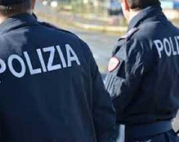 L'Aquila: poliziotti investiti nei pressi Questura