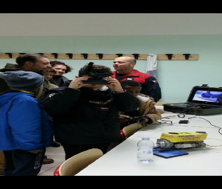 """Pescara: Carabinieri subacquei al """"Science by night"""" del Galilei"""