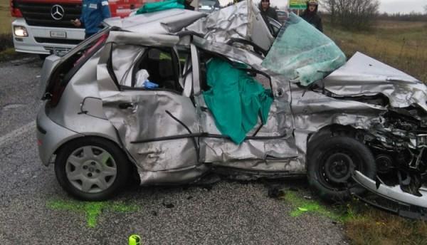 Incidenti: frontale tra auto e camion, morta una donna a Jesolo